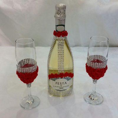 בקבוק שמפניה וכוסות